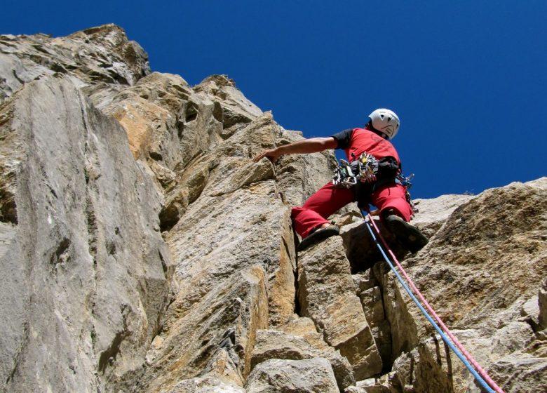 Préparation + escalade en montagne: falaise + ascension de la Pierra Menta (1.5 jours)